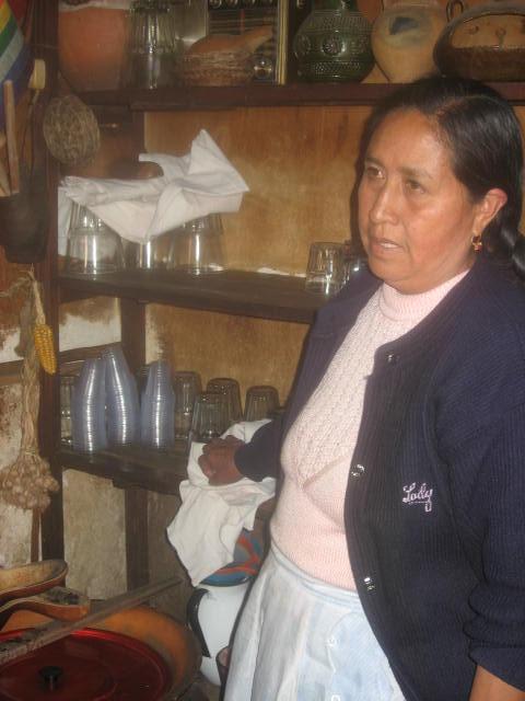 農家のお母さん、チチャ作りの名人